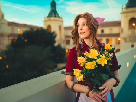 Final Fantasy VII Remake Aerith Voice Actress Cosplays Her Character And It's Perfect